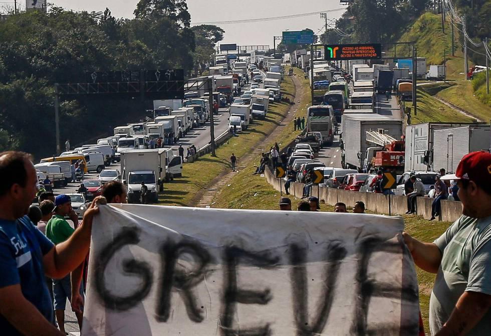 Apesar de concessões do governo, greve dos caminhoneiros entra no 8º dia