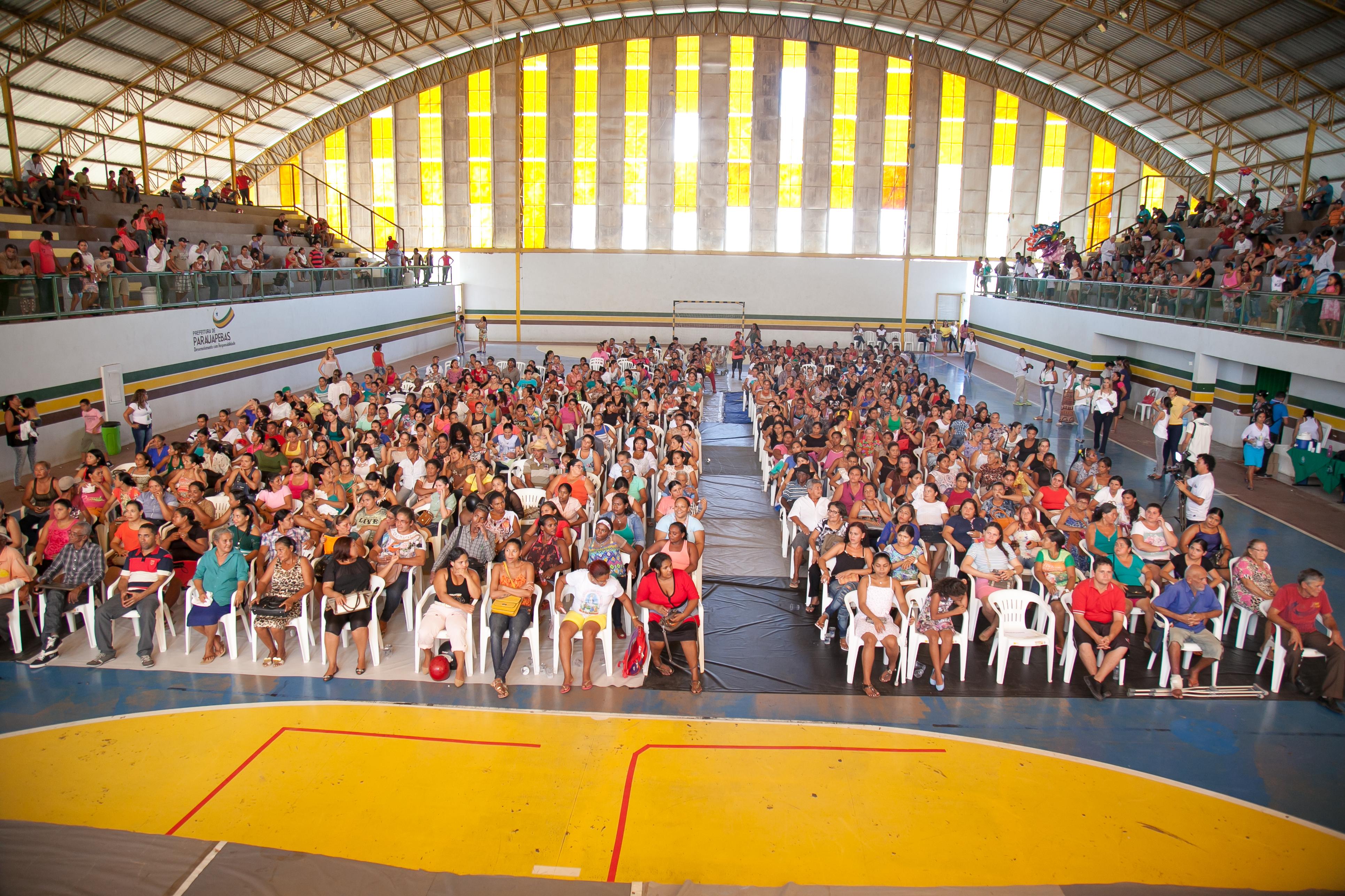 Famílias beneficiadas com o projeto Vila Nova I participam de sorteio de localização das moradias