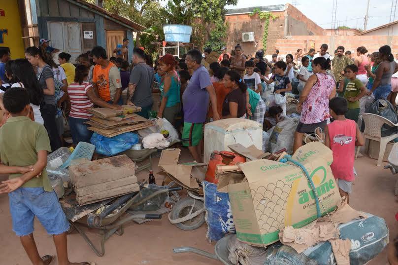 """Marabá: Famílias trocam lixo por vale-compras no Dia """"D"""" do Rede de Trocas"""