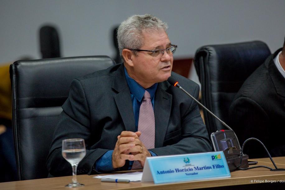 Manutenção de vias do Bairro dos Minérios é solicitada por Horácio Martins