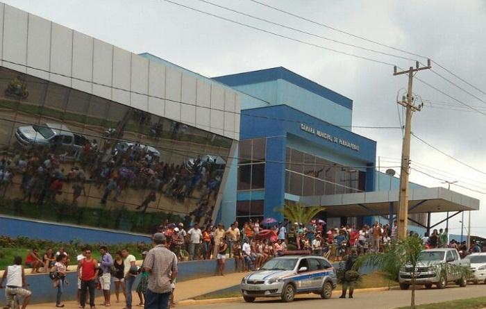 Manifestações: Sessão desta terça é encerrada antes das deliberações dos vereadores