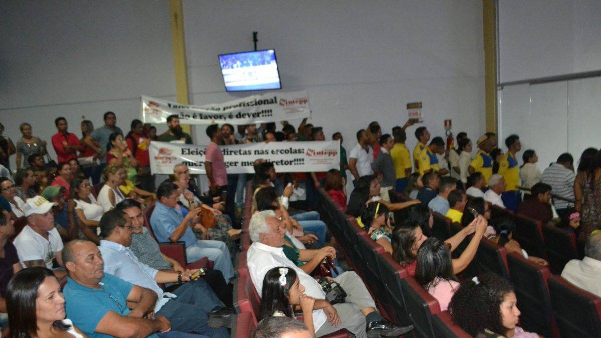 """""""Ato público"""" do SINTEPP Parauapebas na Câmara adia a votação de projetos de lei voltado aos profissionais de educação"""
