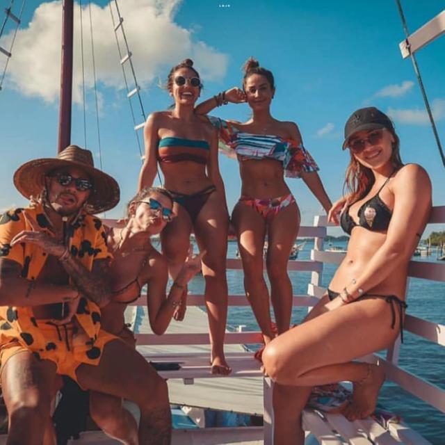 Neymar é criticado por mais uma foto com mulheres