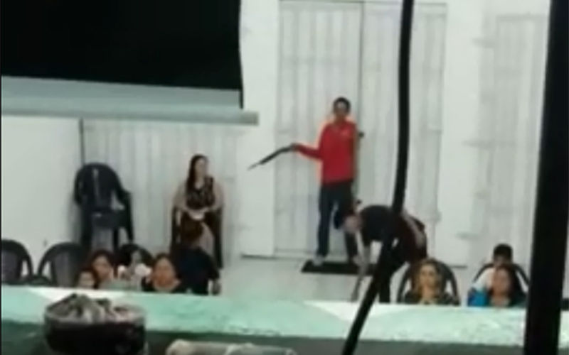 Assaltantes invadem igreja e fazem arrastão durante culto; veja o vídeo!