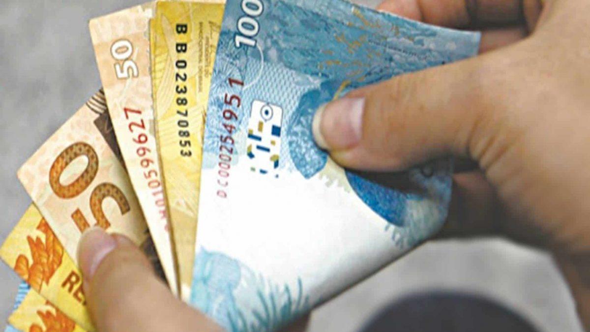 Auxílio emergencial de R$ 600 para pessoas de baixa renda é aprovado no Senado