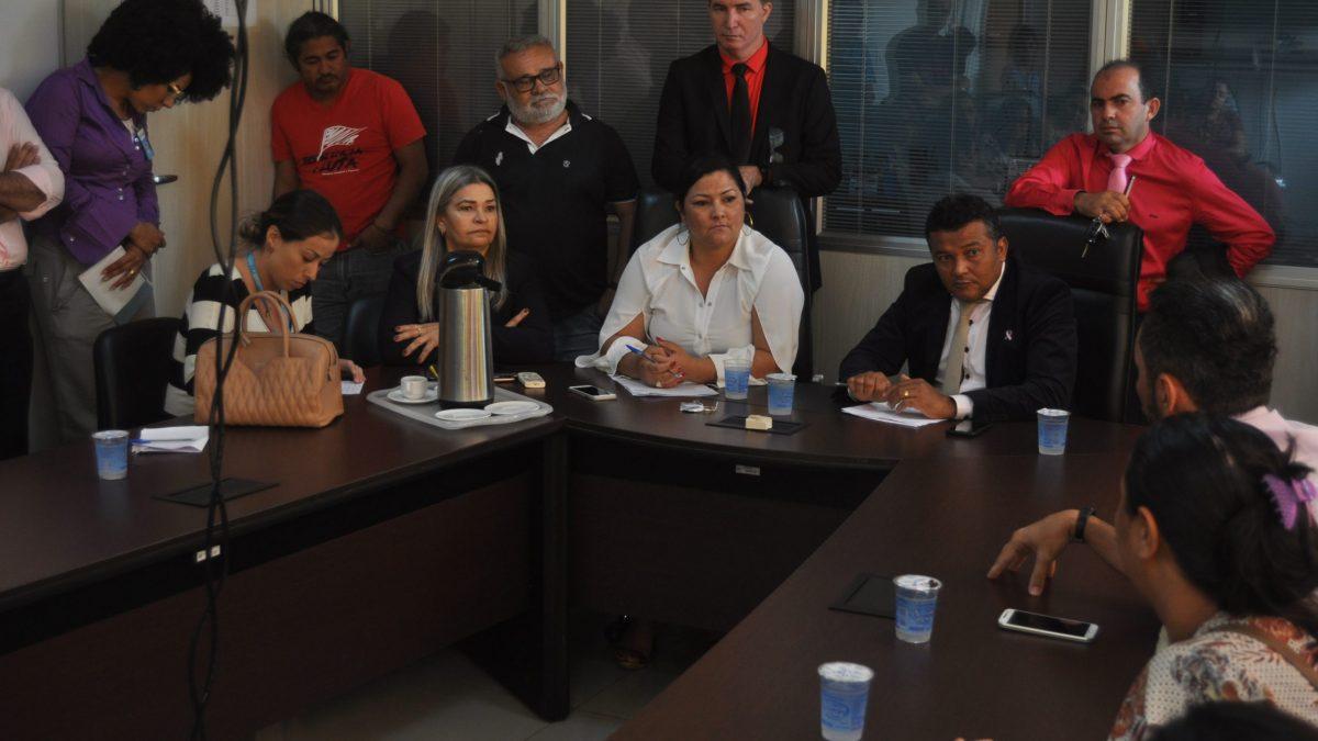 Professores e pais de alunos da Escola Milton Martins pedem 'socorro' a vereadores
