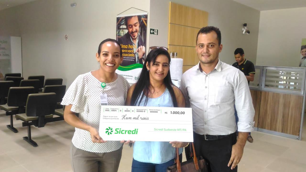 Campanha promocional de poupança do Sicredi premia associada em Parauapebas