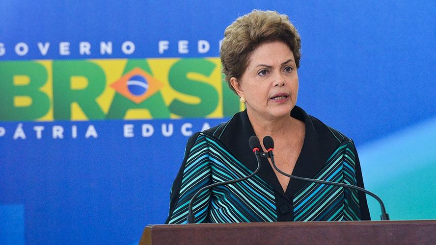 Dilma confirma pré-candidatura e diz: 'Não vou me furtar a participar da luta'