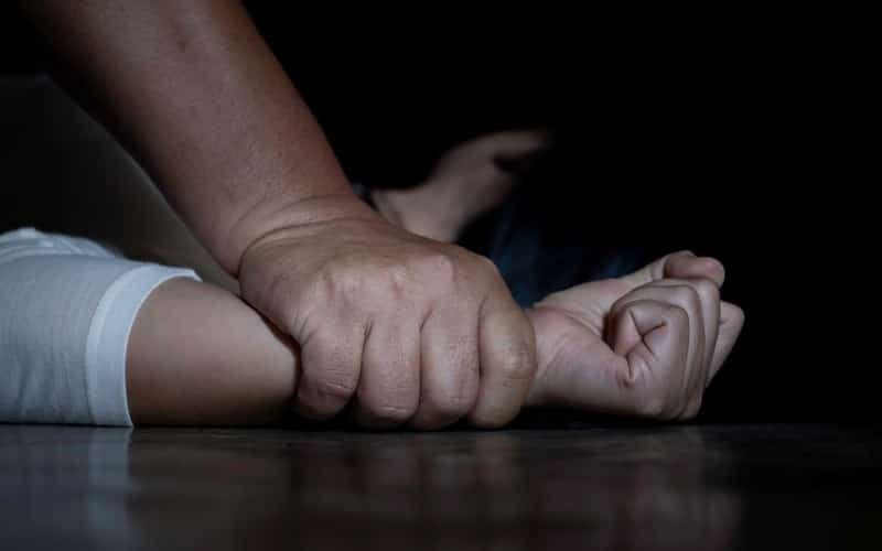 Jovem brasileira sofre estupro coletivo por mais de 24 horas na Espanha