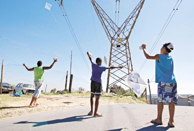 Pipas e rede elétrica não combinam: Estado registra 3200 casos de falta de energia