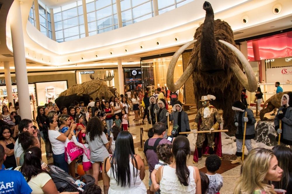 """Exposição internacional """"Os Gigantes da Era do Gelo"""" faz sucesso no Partage Shopping Parauapebas"""
