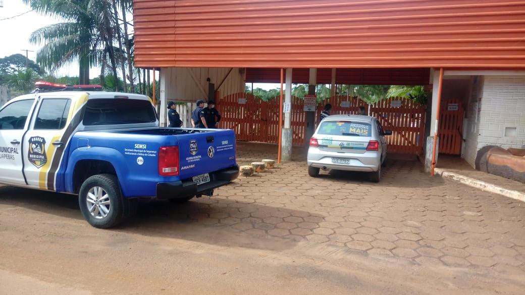 Fiscalização orienta o fechamento de clube para evitar aglomeração de pessoas em Parauapebas