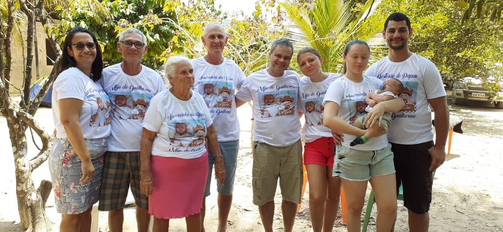 Flávio Silva e Samarya comemoraram com familiares e amigos a chegada de Guilherme