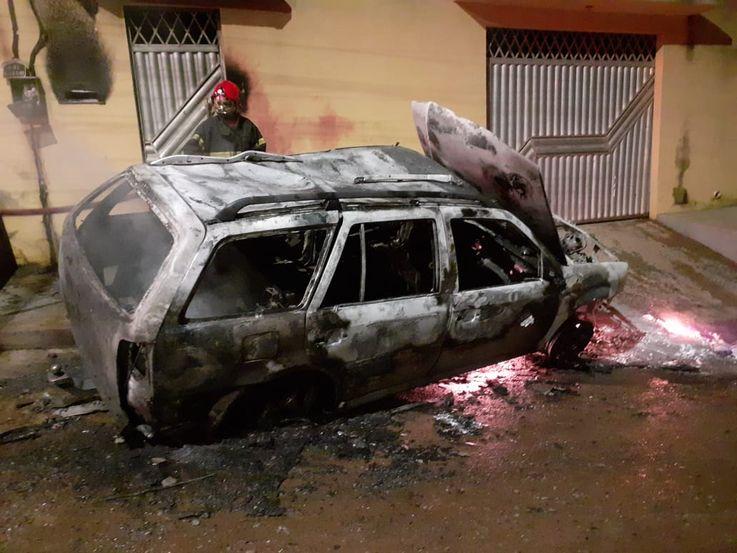 Motorista 'bêbado' é salvo de carro pegando fogo em Parauapebas