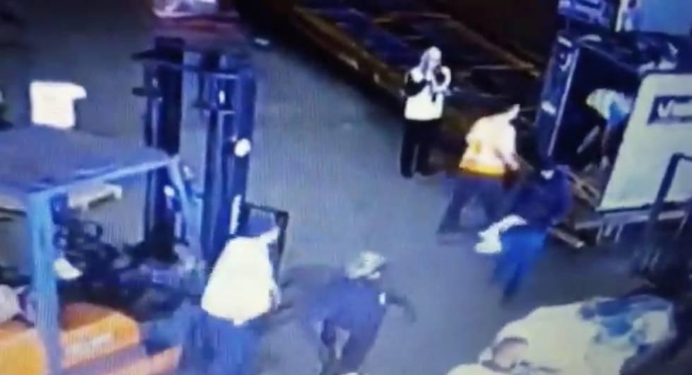 Oito ladrões disfarçados de policiais roubam 720 quilos de ouro em Aeroporto
