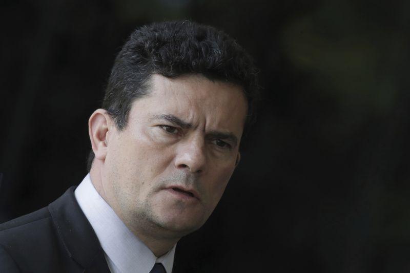 Em supermercado, Moro é questionado sobre caso Queiroz e aparece discutindo com cliente em vídeo