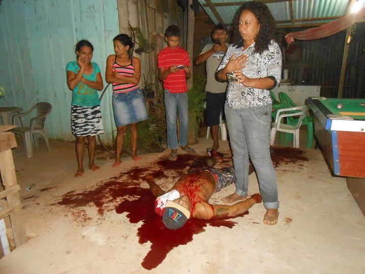 Mulher mata rapaz e servidor público é executado a facadas