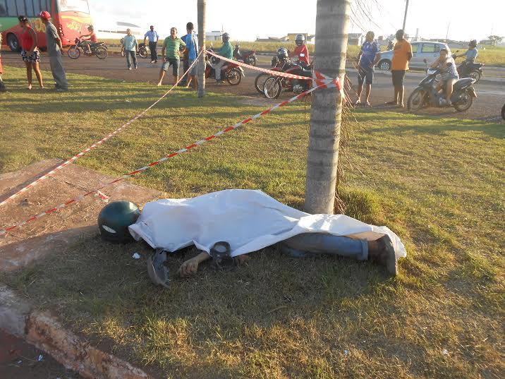 Piloto perde controle de moto, cai e morre