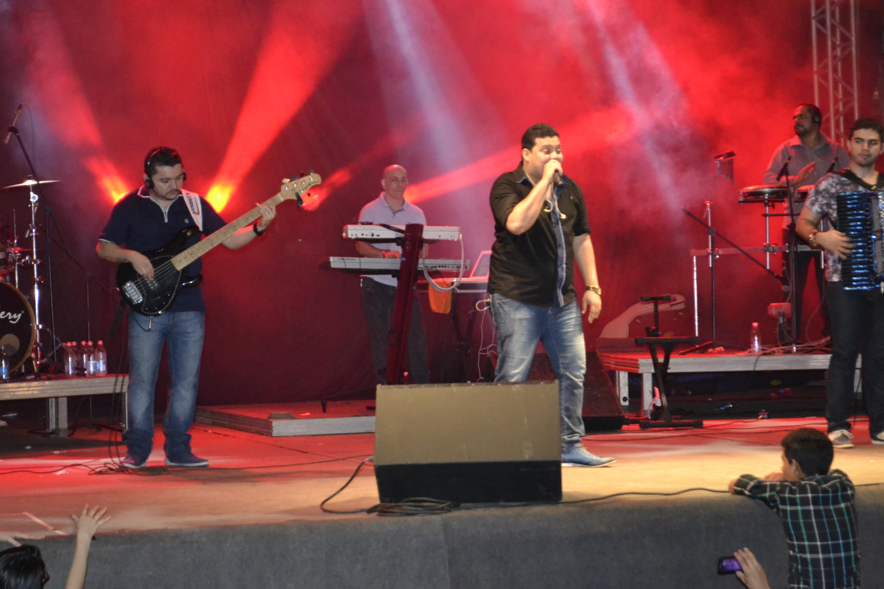 Banda Som e Louvor arrasta multidões para show gospel na FAP 2014