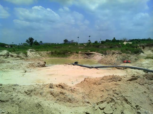 Extração irregular de areia impacta terrenos na região de Cedere I