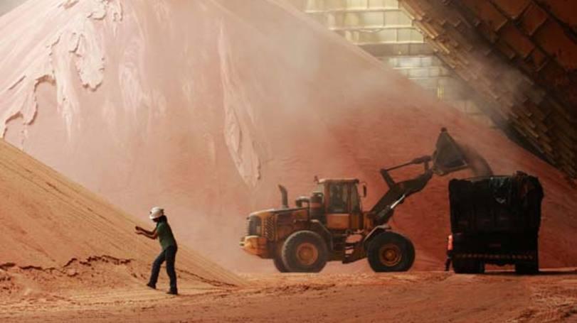 Minério de ferro cai abaixo de US$50/t