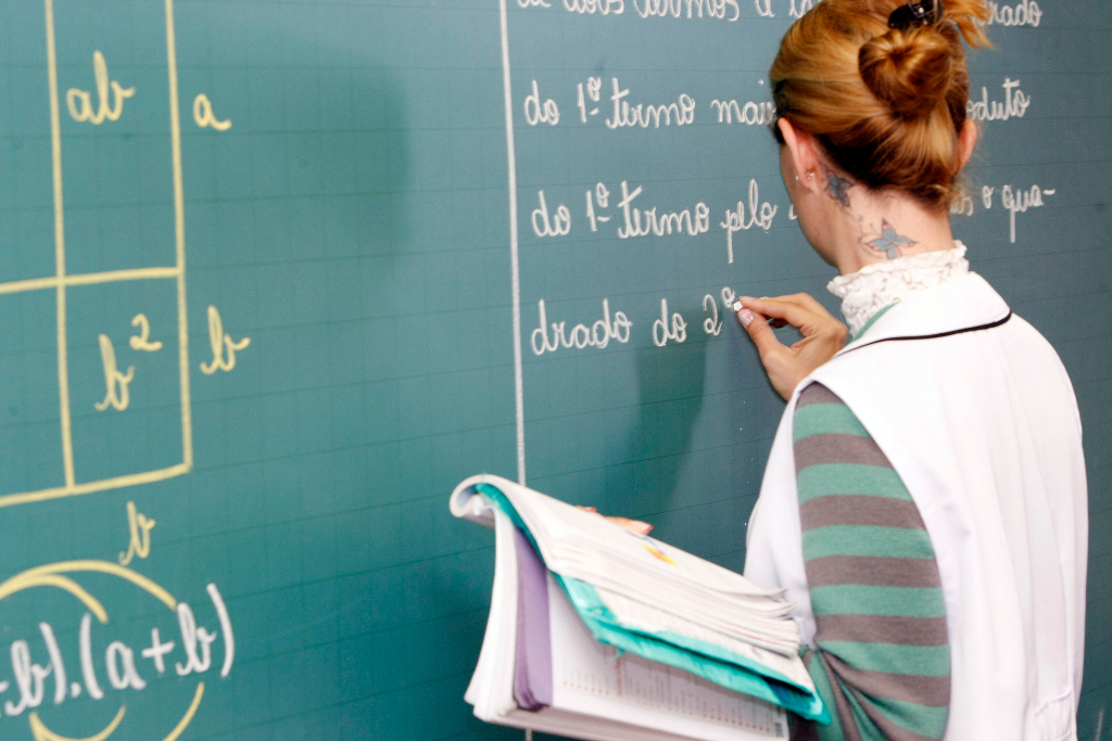 Professores da rede estadual não repõem aulas paralisadas