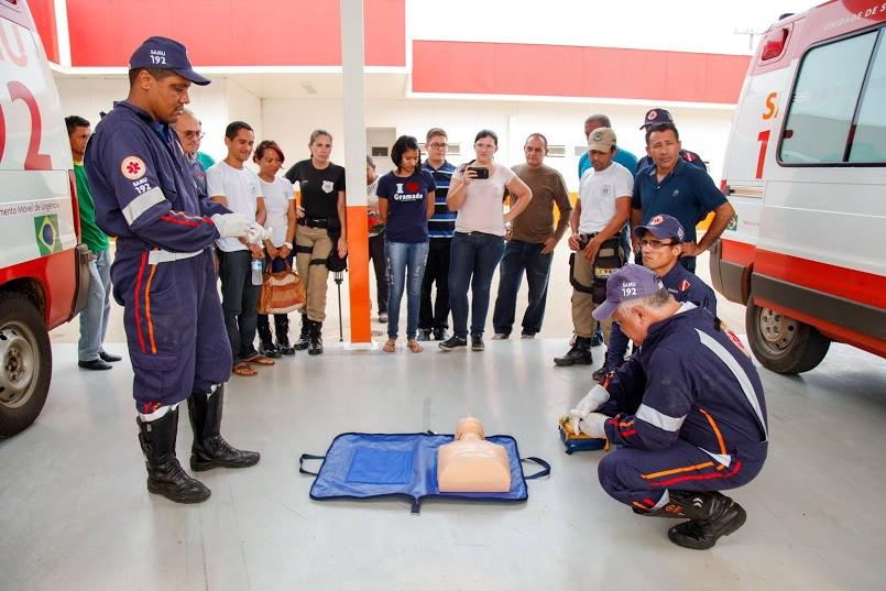 Agentes de trânsito participam de capacitação com equipes do Samu e Corpo de Bombeiros