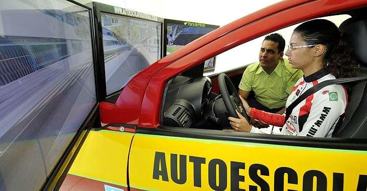 Aulas em simulador nas autoescolas serão obrigatórias