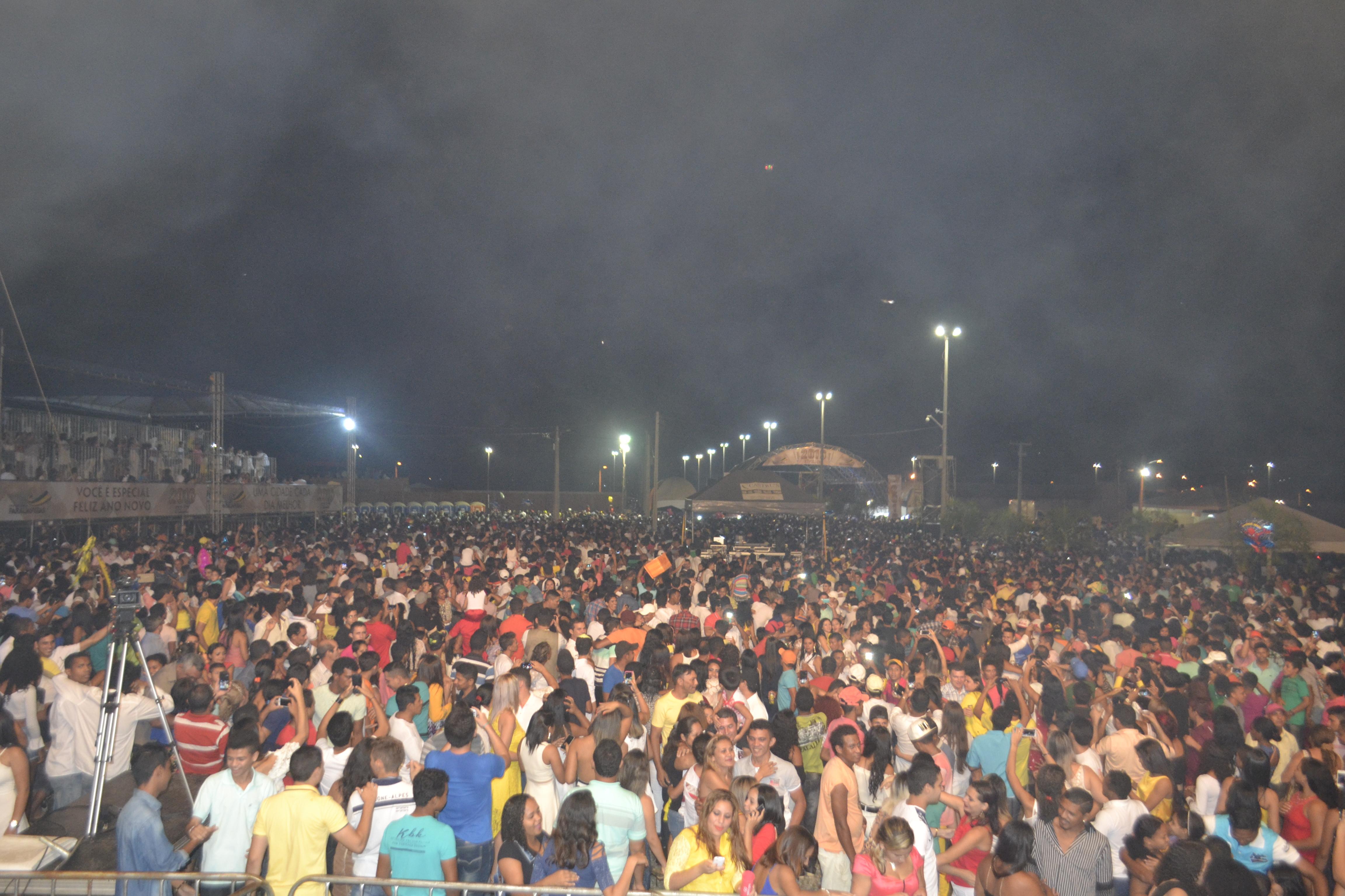 Mais de 40 mil pessoas prestigiaram o show da Virada em Parauapebas