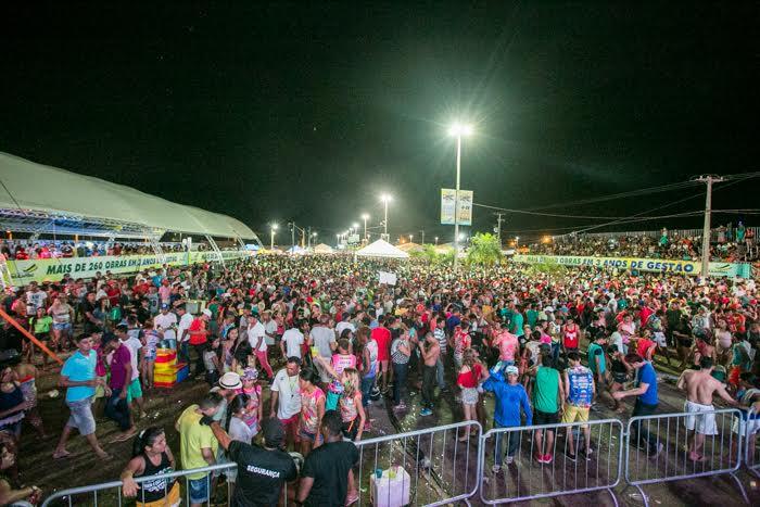 Carnaval 2016: foliões curtem o segundo dia de festa com tranquilidade