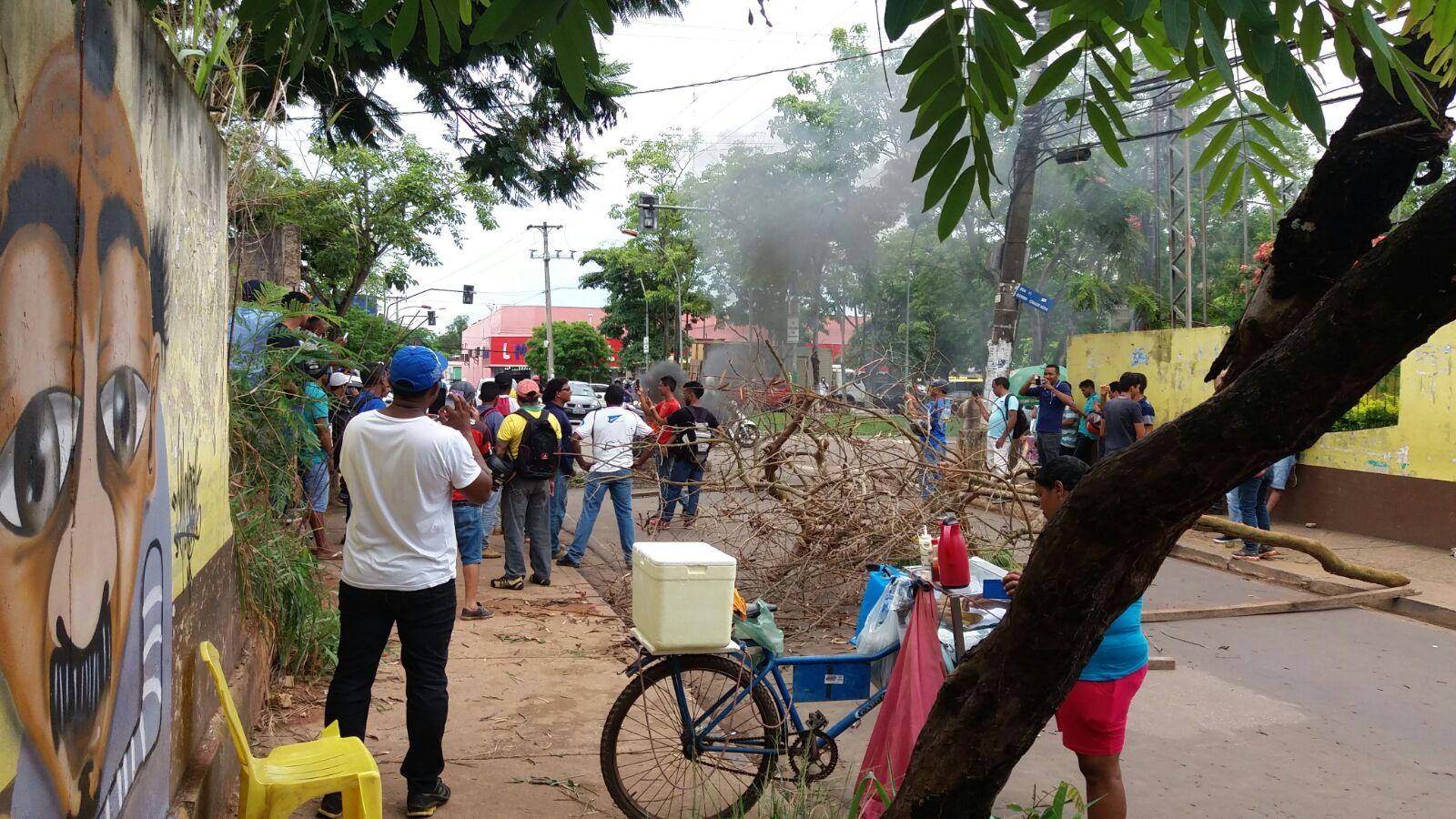 Parauapebas: Desempregados protestam em frente ao SINE
