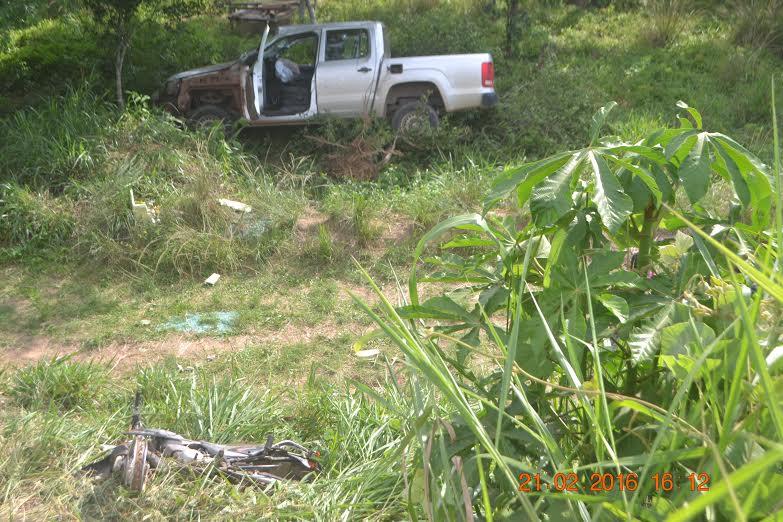 Colisão entre três veículos na estrada da Palmares deixa dois mortos