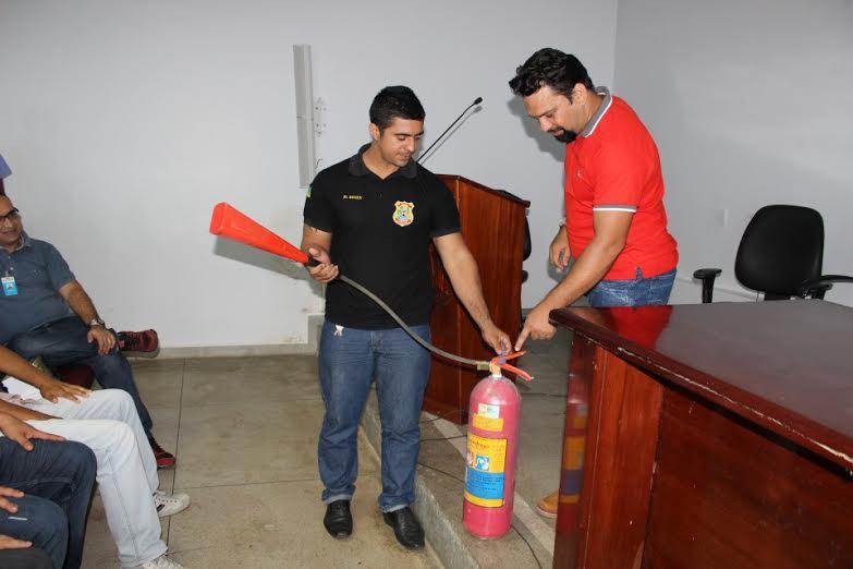 Prevenção: Servidores do Legislativo fazem curso de combate a incêndios