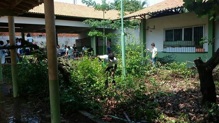 Ocupação: Escola Estadual Irmã Dulce é ocupada e alunos realizam mutirão de limpeza