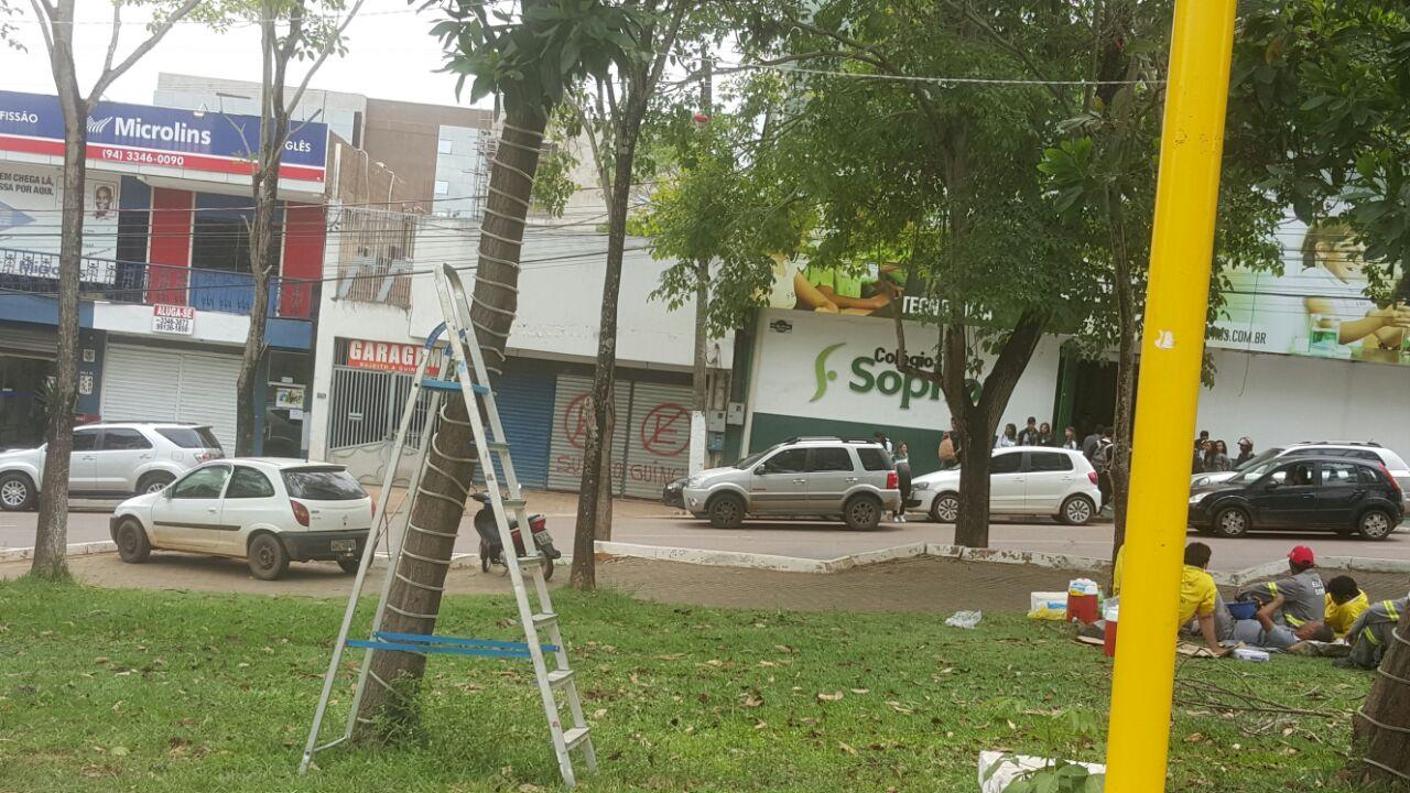 Sem ostentação: Parauapebas começa a ser decorada para o natal por funcionários da Prefeitura