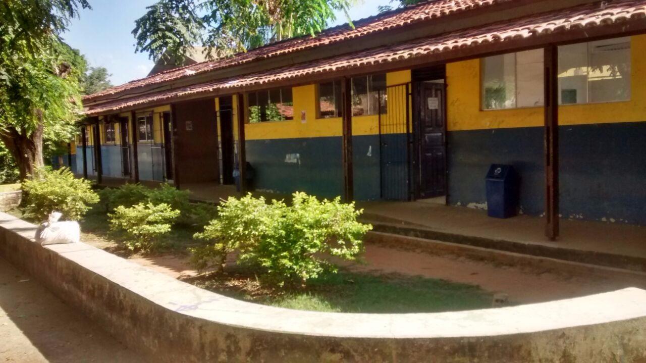 Alunos e professores da Escola Eduardo Angelim são assaltados dentro da sala de aula