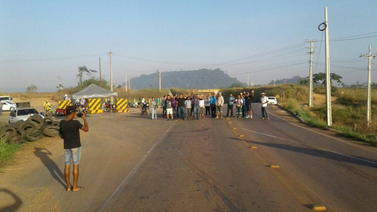 Moradores do Cidade Jardim interditam a PA-275 em protesto contra a Buriti