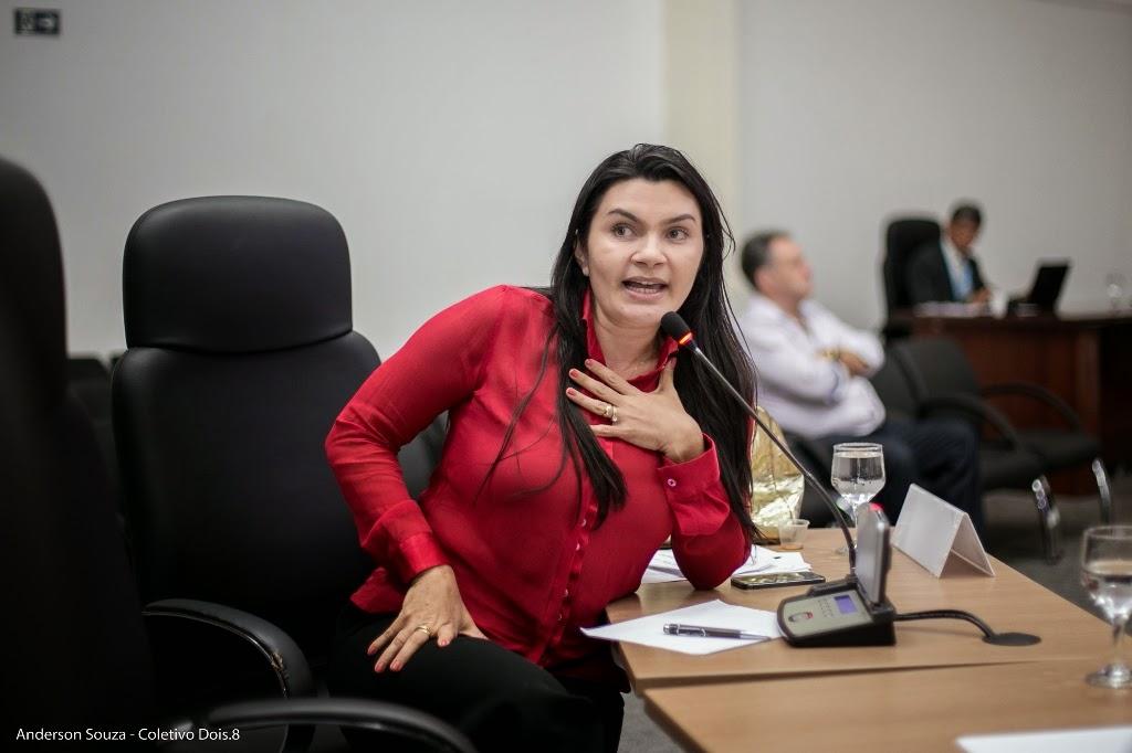 Vereadora Eliene Soares indica a própria filha para trabalhar na secretaria de saúde