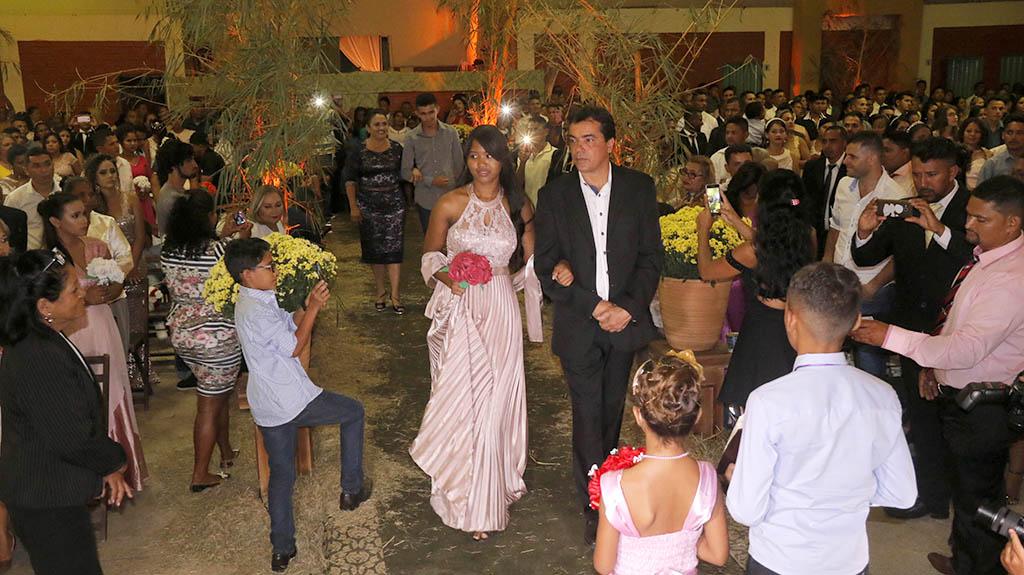 """140 casais dizem """"sim"""" no casamento comunitário em Parauapebas"""