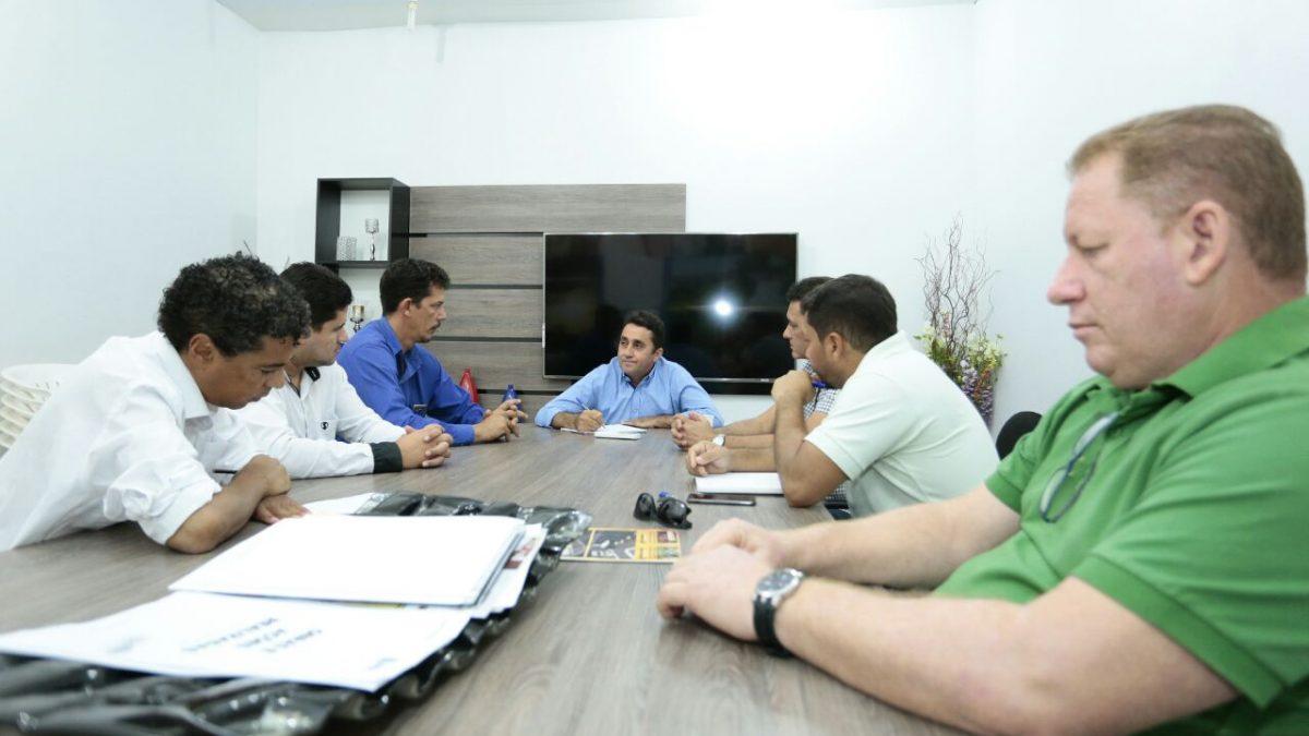 Prefeito recebe empresários de Canaã para discutir fortalecimento do comércio e enfrentamento da crise