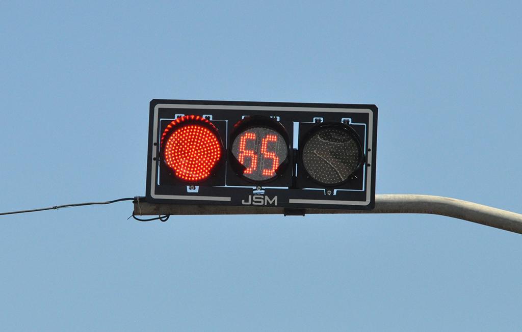 DMTT inicia a instalação de semáforos com contador eletrônico