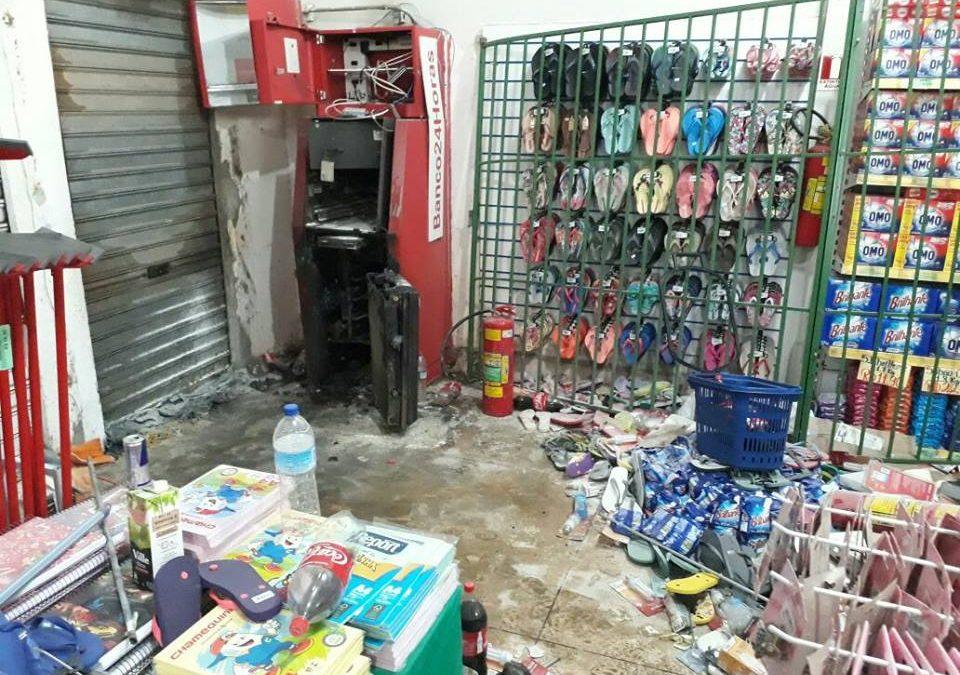 Caixa 24h de supermercado no Cidade Jardim é explodido por bandidos