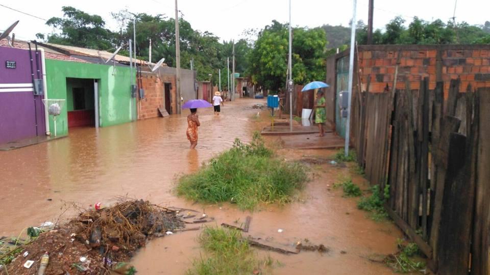 Forte chuva deixa milhares de pessoas ao 'relento' e ilhados em Parauapebas