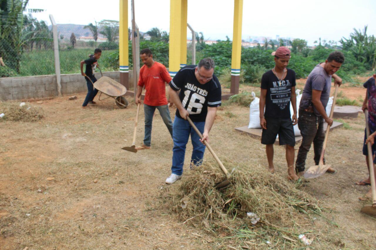 Moradores do bairro Dos Minérios iniciam trabalhos na HORTA COMUNITÁRIA