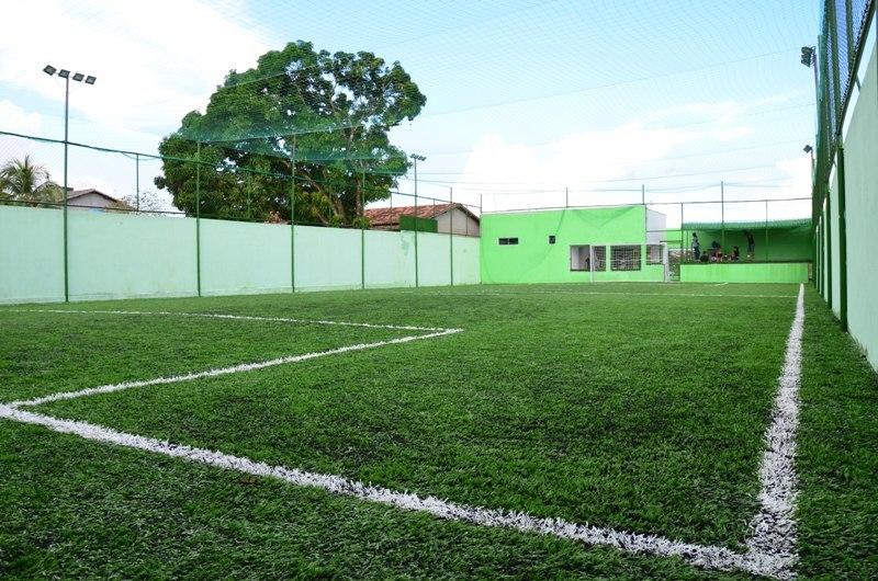 Campos de futebol society e revitalização de área pública é solicitada na Câmara Municipal