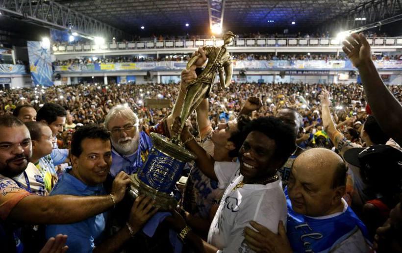 Com enredo que teceu críticas à corrupção no Brasil, Beija-Flor é campeã do Carnaval do Rio de Janeiro
