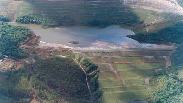 Governo determina evacuação de famílias que vivem próximo a barragem de mina da Vale