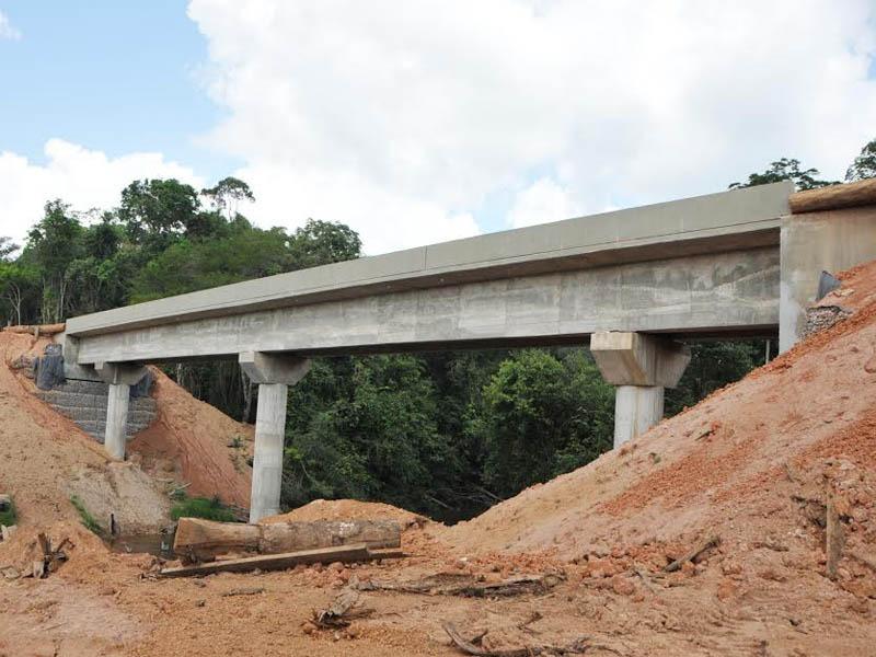 Dezenas de pontes em concreto estão em construção no sul do Estado