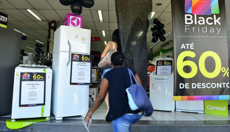 Fiscais do Procon estão atentos às compras da Black Friday