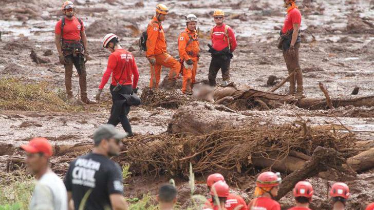 Ônibus com funcionários da Vale é encontrado soterrado; todos estão mortos